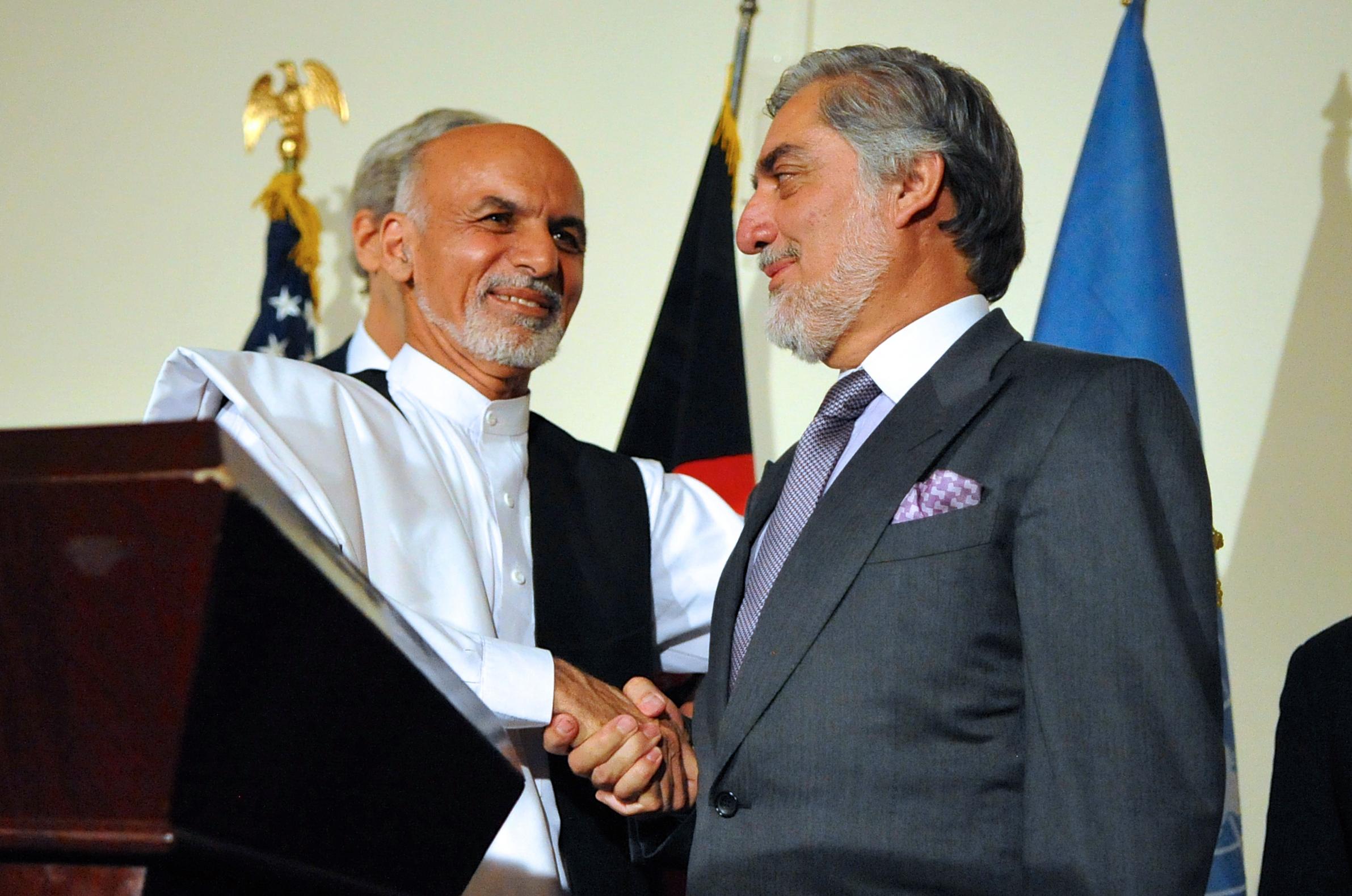 ashraf_ghani_shakes_hands_with_abdullah_abdullah